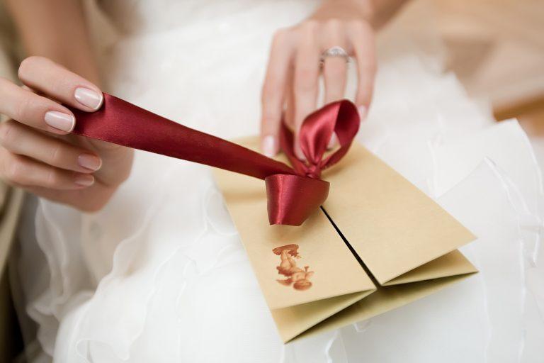 Что подарить жениху и невесте?