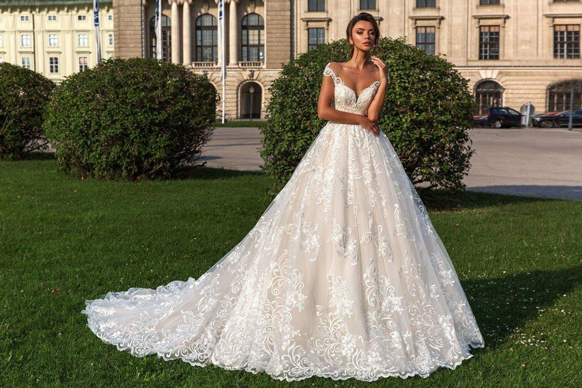 Выбираем лучшие свадебные платья